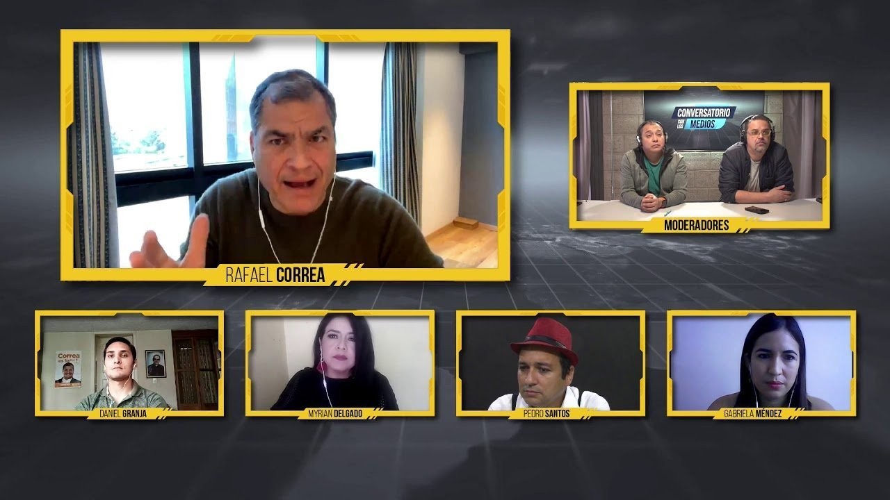 Rafael Correa conversa con medios de comunicación
